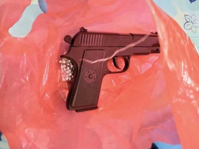 Khẩu súng ngắn mà nhóm đối tượng sử dụng để gây án