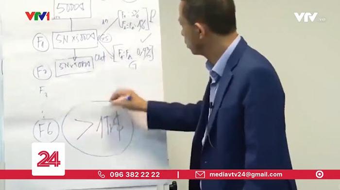 Một người đàn ông vẽ ra viễn cảnh 1 triệu đô! (Ảnh chụp từ clip)