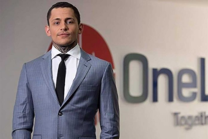 Từ trợ lý riêng, Konstantin Ignatov biến thành gương mặt đại diện cho OneCoin. Ảnh: Coinouce.