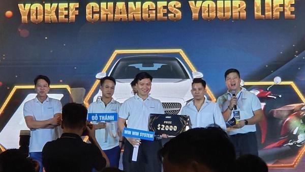 Sự xuất hiện của ca sỹ Lê Bảo Bình, đại diện Yokef trao giải thưởng cho các nhà đầu tư chiến thắng, càng thu hút sự chú ý của cộng đồng.