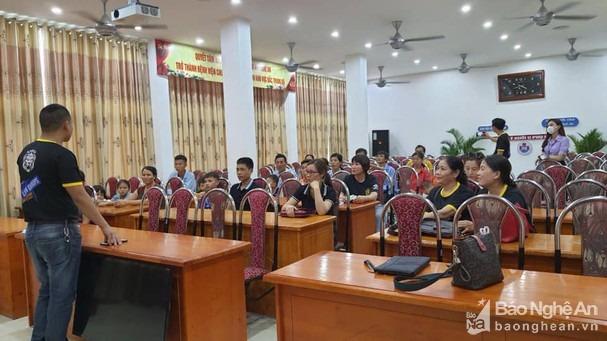 Cuộc gặp mặt của một số thành viên chủ chốt của Lion Group tại Nghệ An. Ảnh: PV