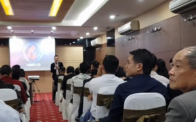 Những người môi giới của sàn Forex Liber tổ chức hội nghị, gặp gỡ các nhà đầu tư.