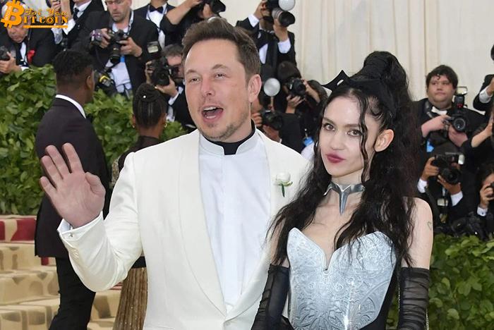 Elon Musk bị bạn gái gọi là 'trẻ trâu trên mạng xã hội'