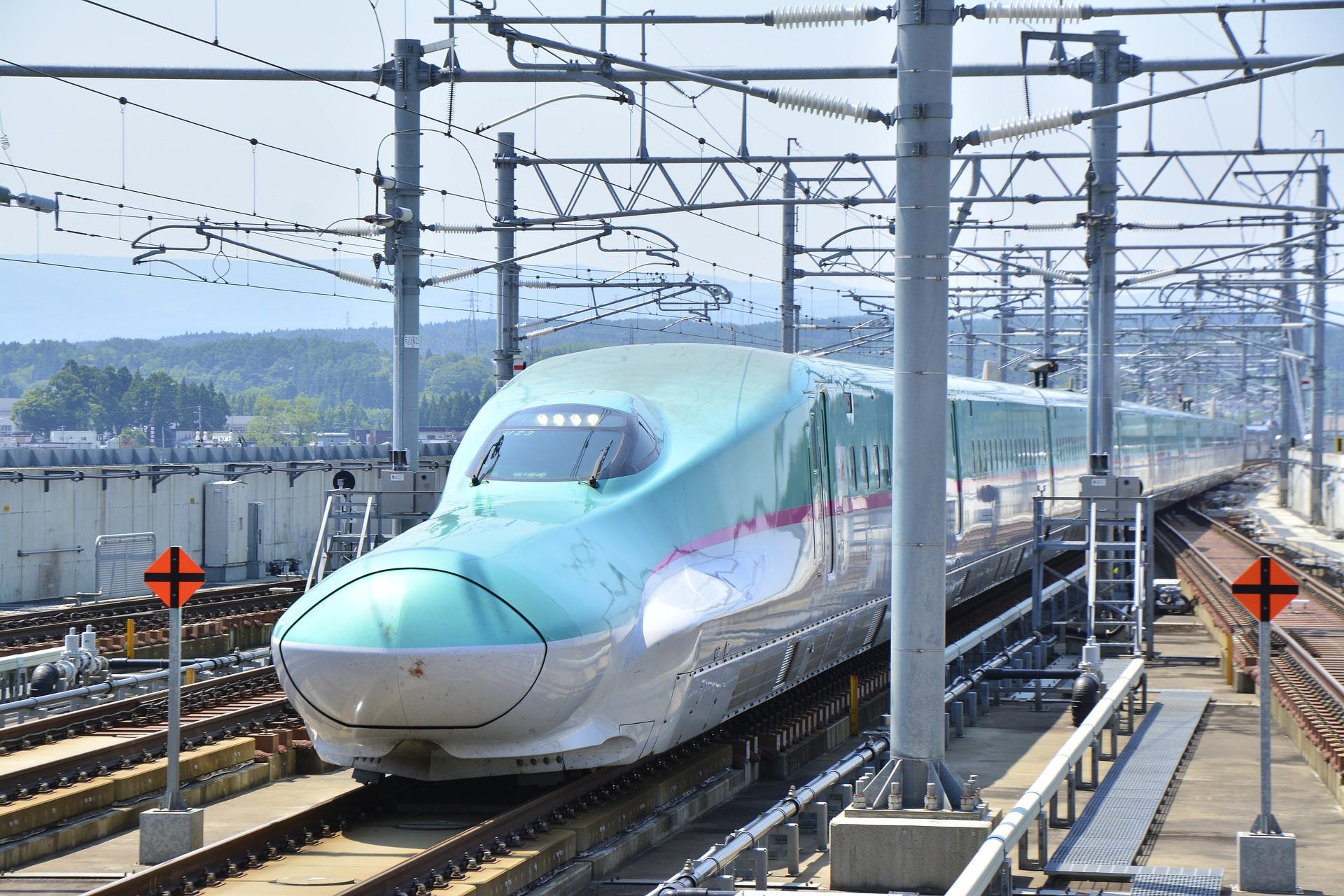 Perjalanan dengan kereta Shinkansen tercepat, Nozomi memerlukan waktu 155 menit sedangkan kereta Hikari dan Kodama sekitar tiga dan empat jam ...