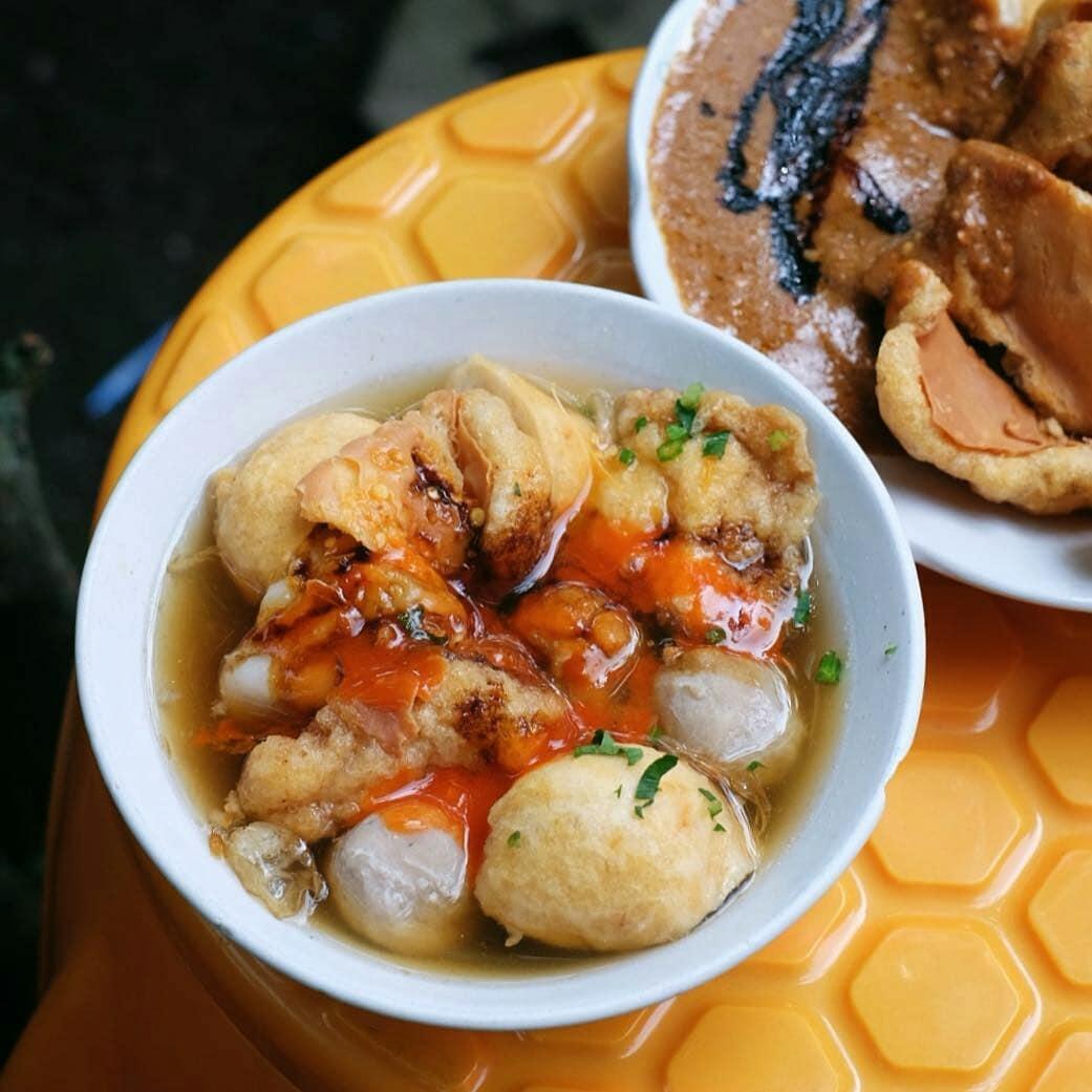 18 Makanan Khas Bandung Dan Lokasi Untuk Mencobanya