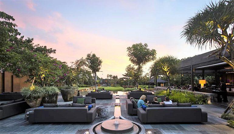 10 Kafe Dengan Pemandangan Taman Di Bali Yang Akan Membuatmu Terpana