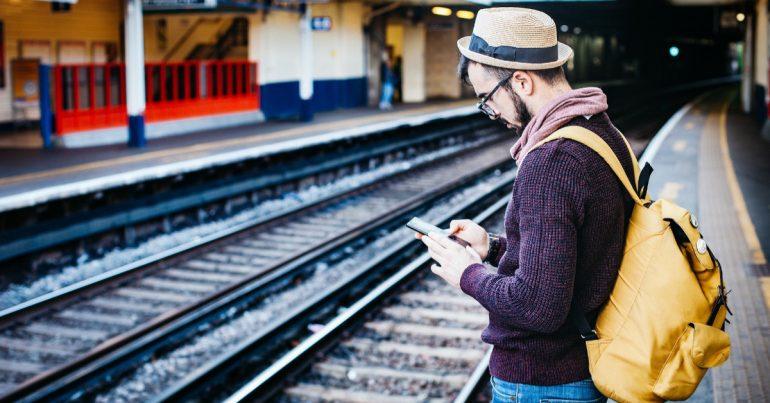 Kehadiran smartphone telah banyak memberikan kemudahan dalam berbagai hal ef4d8187de