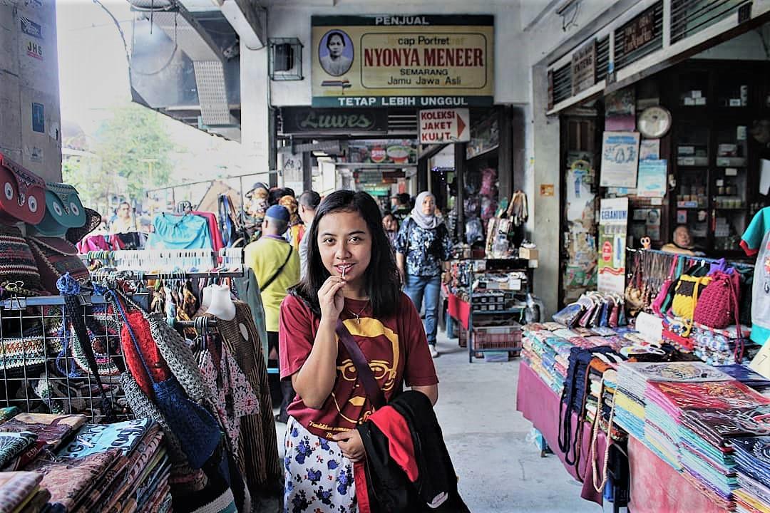 Belanja Dengan Stamina Kuat Demi Harga Murah Di Malioboro fe201af7b4