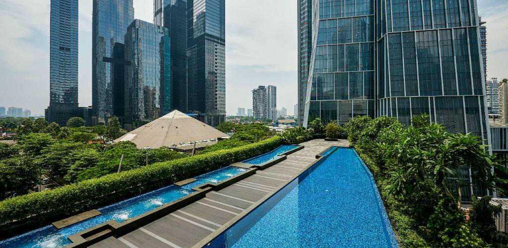 hotel jakarta infinity pool
