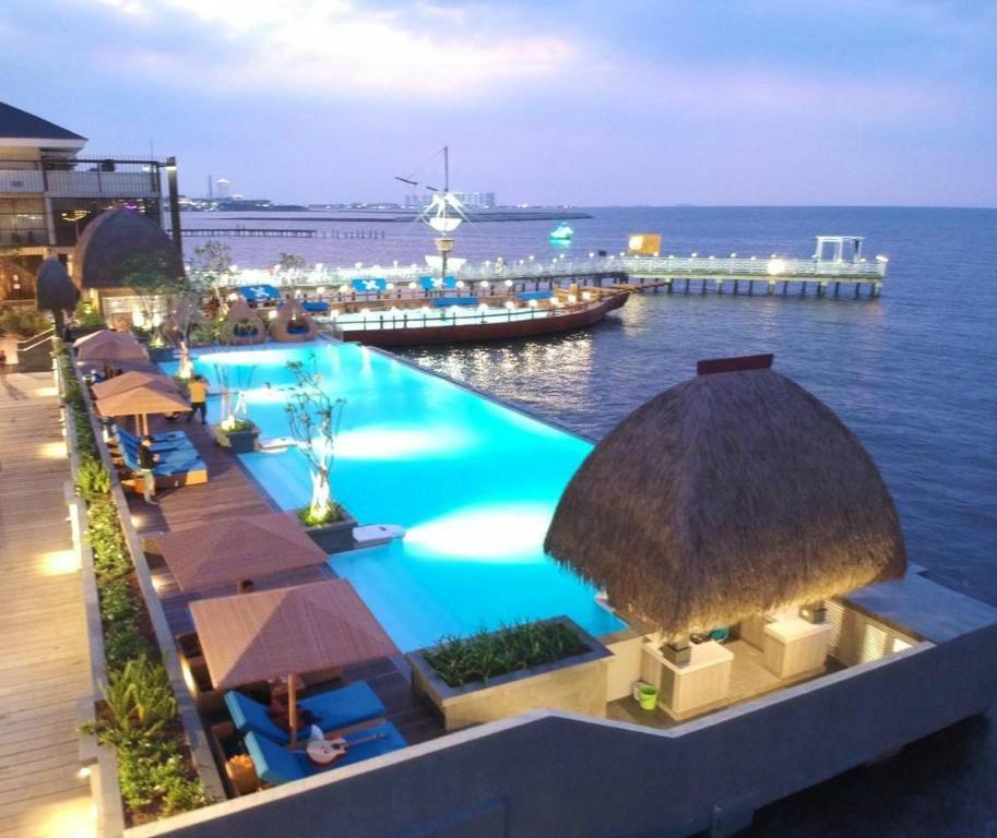 Hotel Di Jakarta Dengan Infinity Pool Keren Abis
