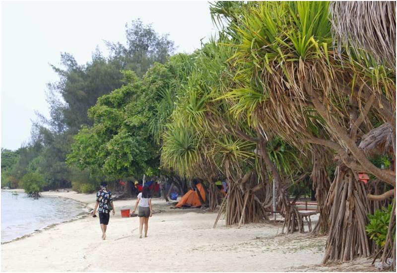 15 Pantai Sekitar Jakarta Ini Siap Jadi Destinasi Liburan Singkat Kamu