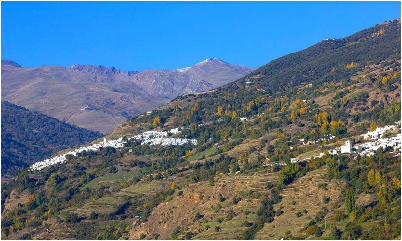 Pemandangan Bubión dari Pampaneira