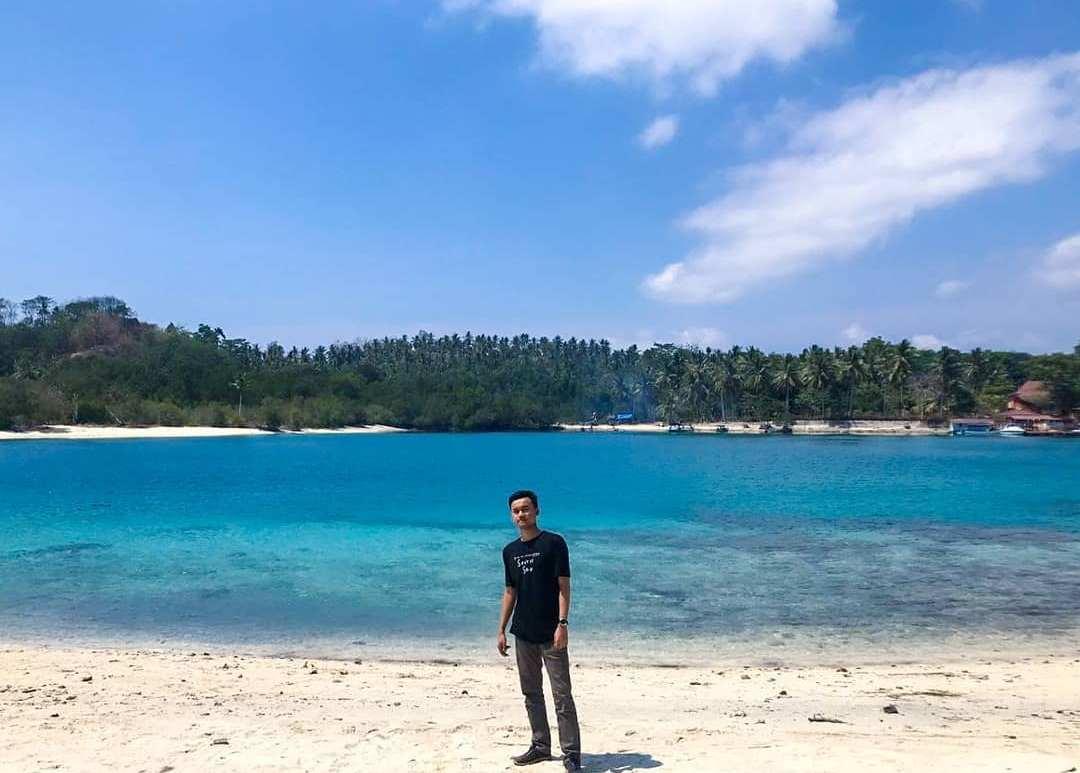 Pantai Pulau Tanjung Putus di Lampung