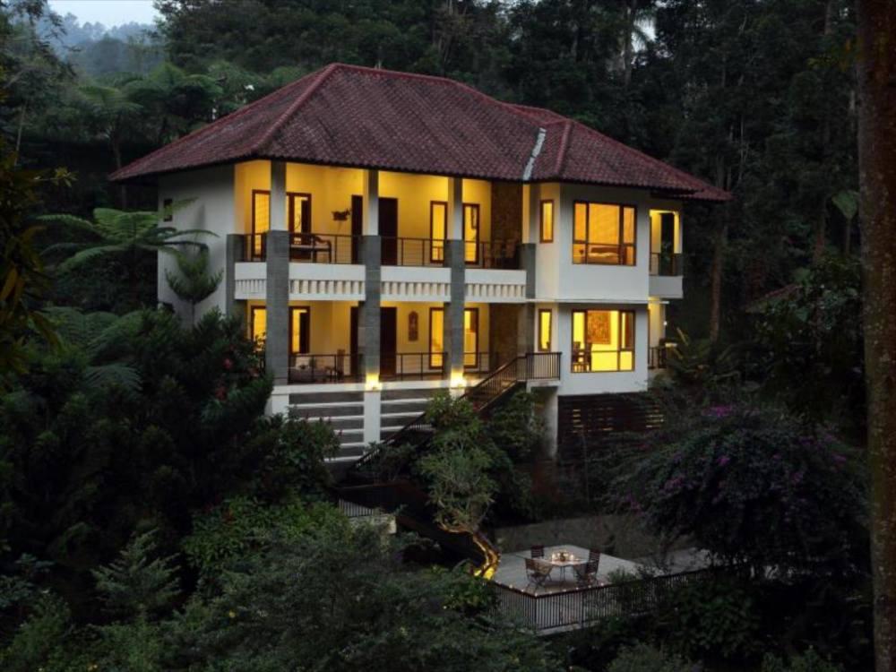villa puncak dengan kolam renang