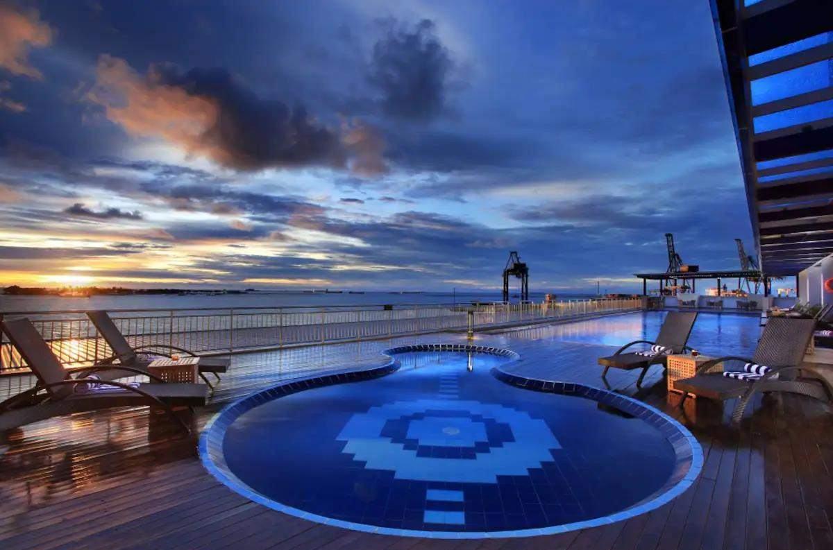 hotel dekat pantai losari