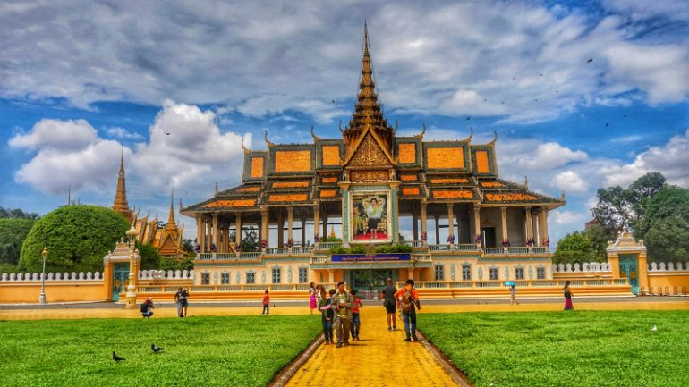 How I Travelled 30 Days to 5 Southeast Asian Countries Under
