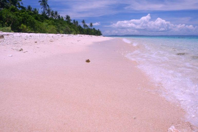 the pink sand beaches of matnog sorsogon
