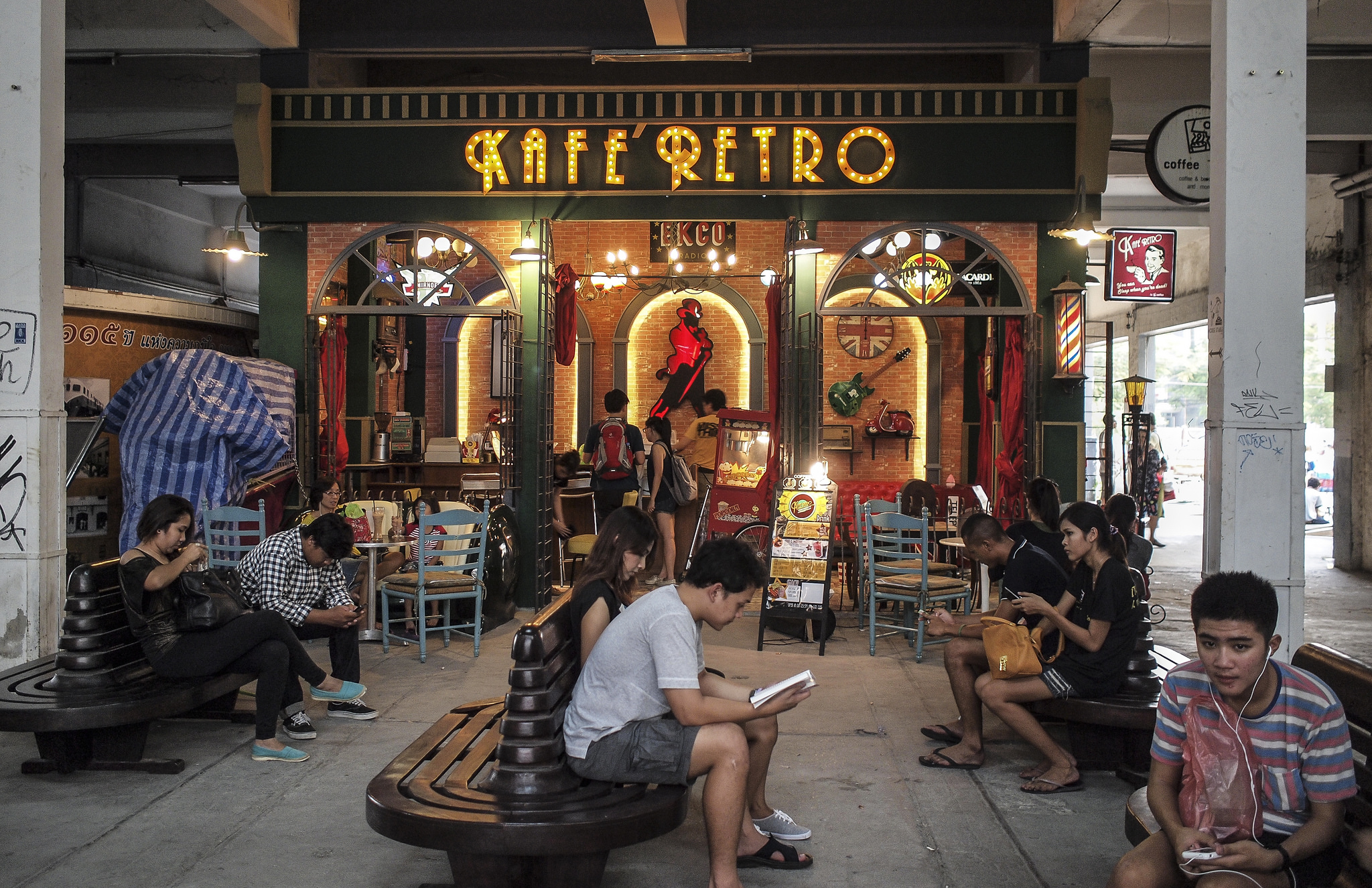 Chợ Rod Fai Ratchada