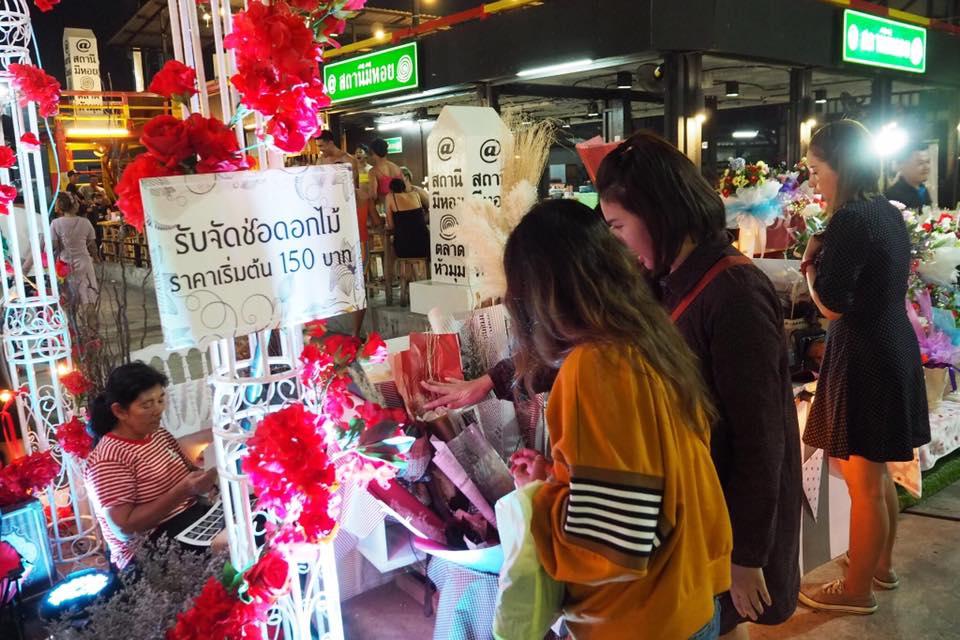 Chợ đêm Hua Mum