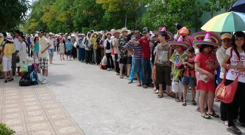 Nha Trang: Tưởng Tượng Và Thực Tế Vinpearl Land