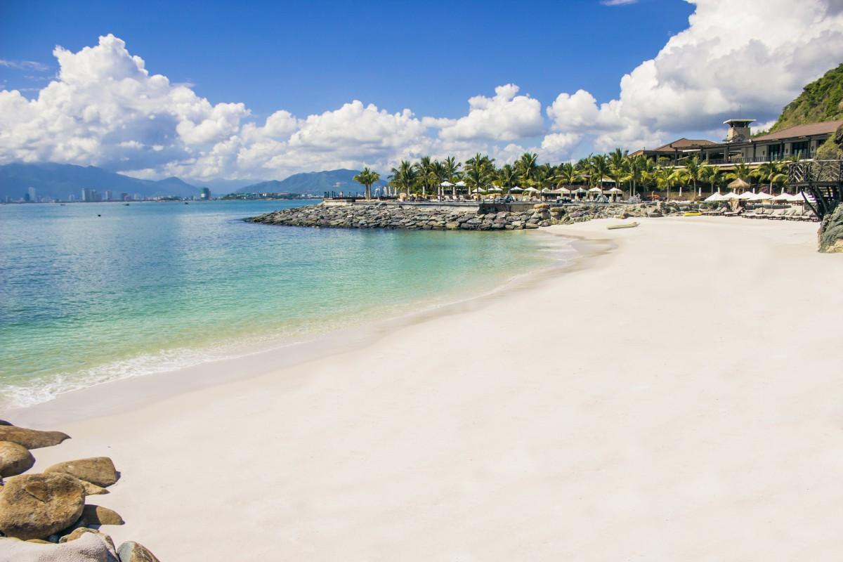 Nha Trang: Tưởng Tượng Và Thực Tế bãi biển trắng đẹp
