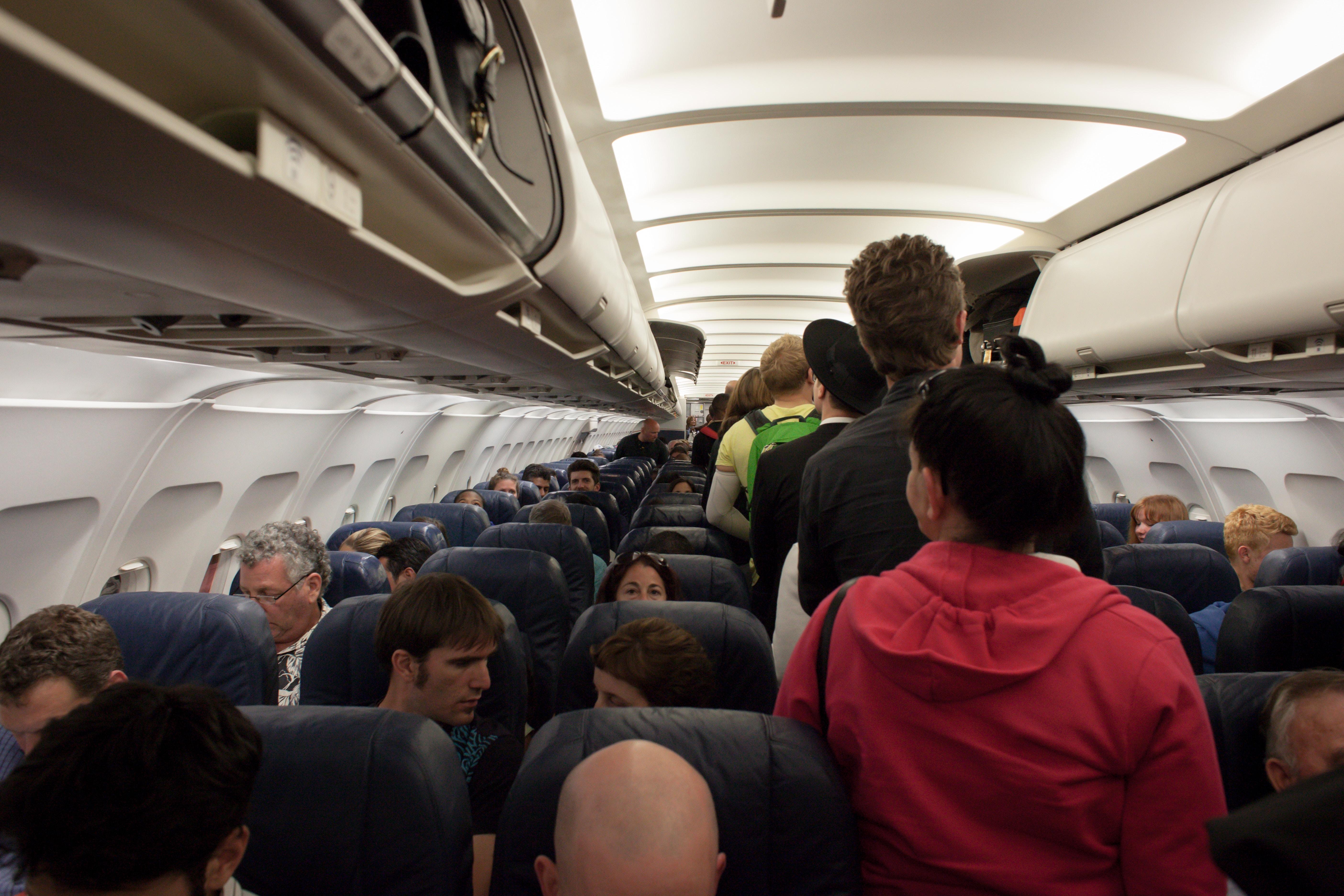 Kiểu hành khách đi đứng vô duyên, ghét trên máy bay
