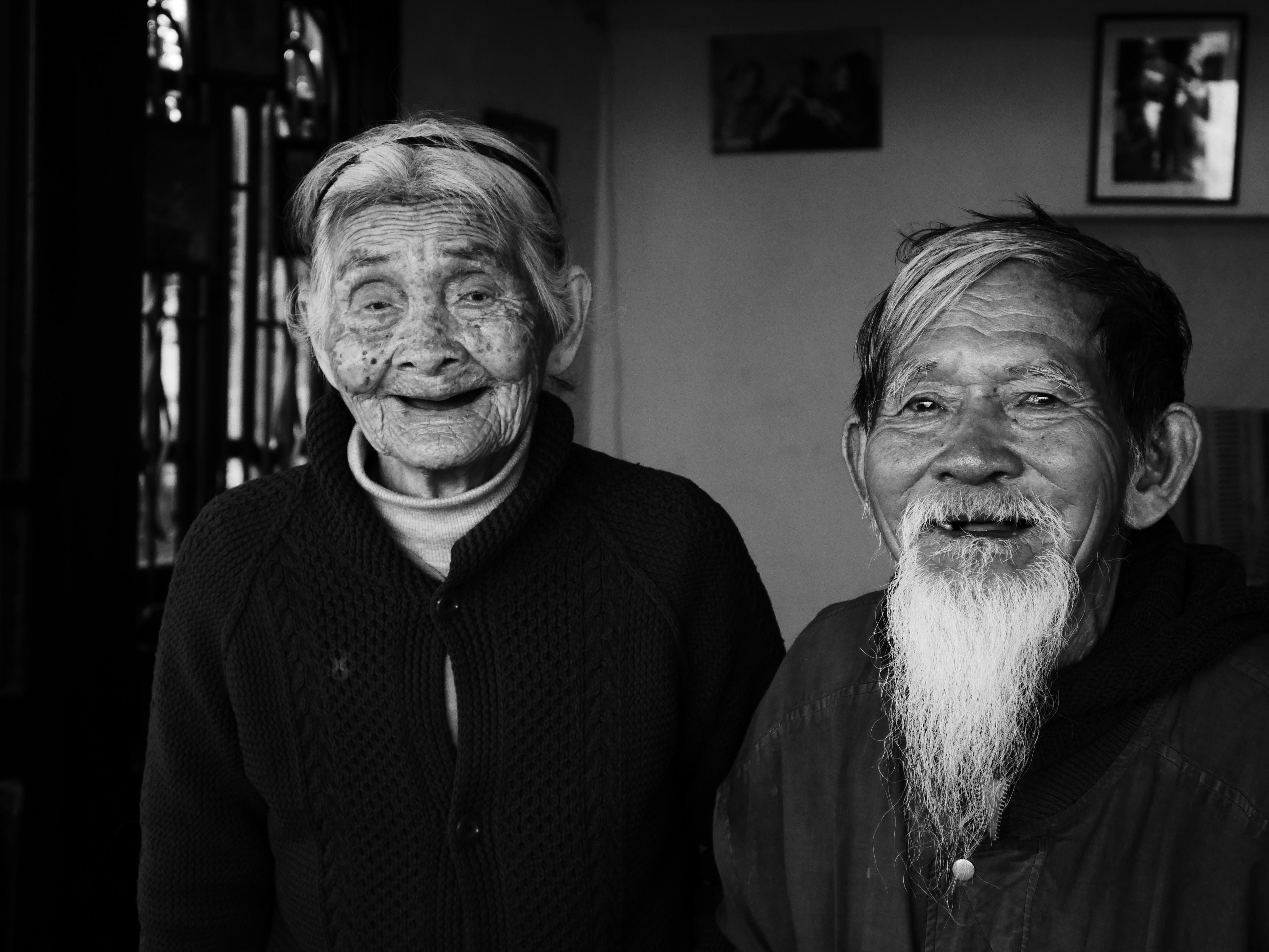 Người Việt Nhớ Khi Xa Nhà, nụ cười ấm áp của bố mẹ