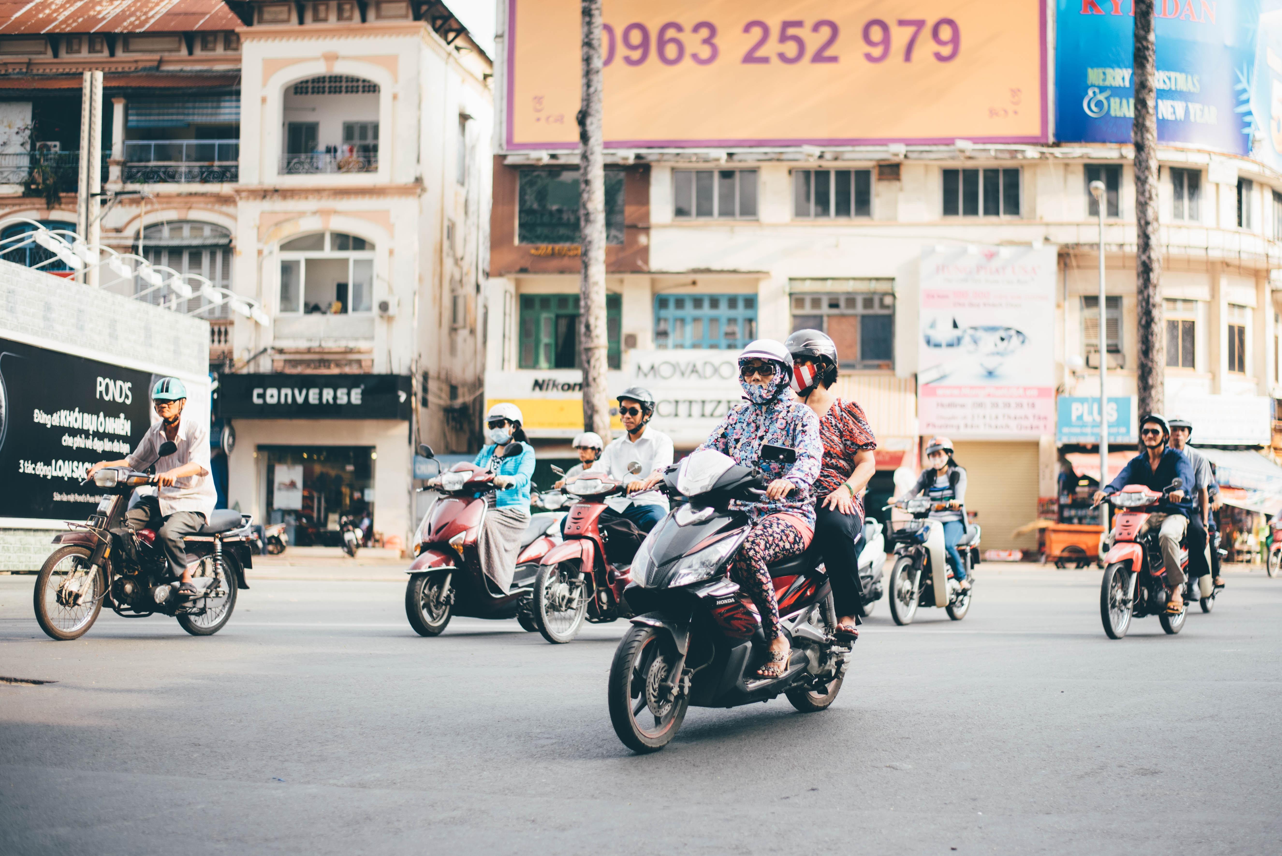 Người Việt Nhớ Khi Xa Nhà, chiếc xe máy thân yêu
