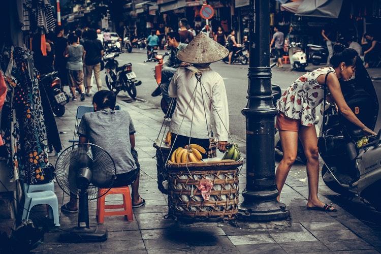 Người Việt Nhớ Khi Xa Nhà, phố chợ bình dị