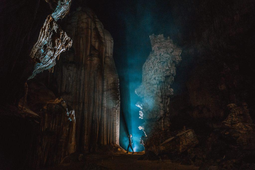 du lịch mạo hiểm ở Việt Nam, hang động ở Quảng Bình