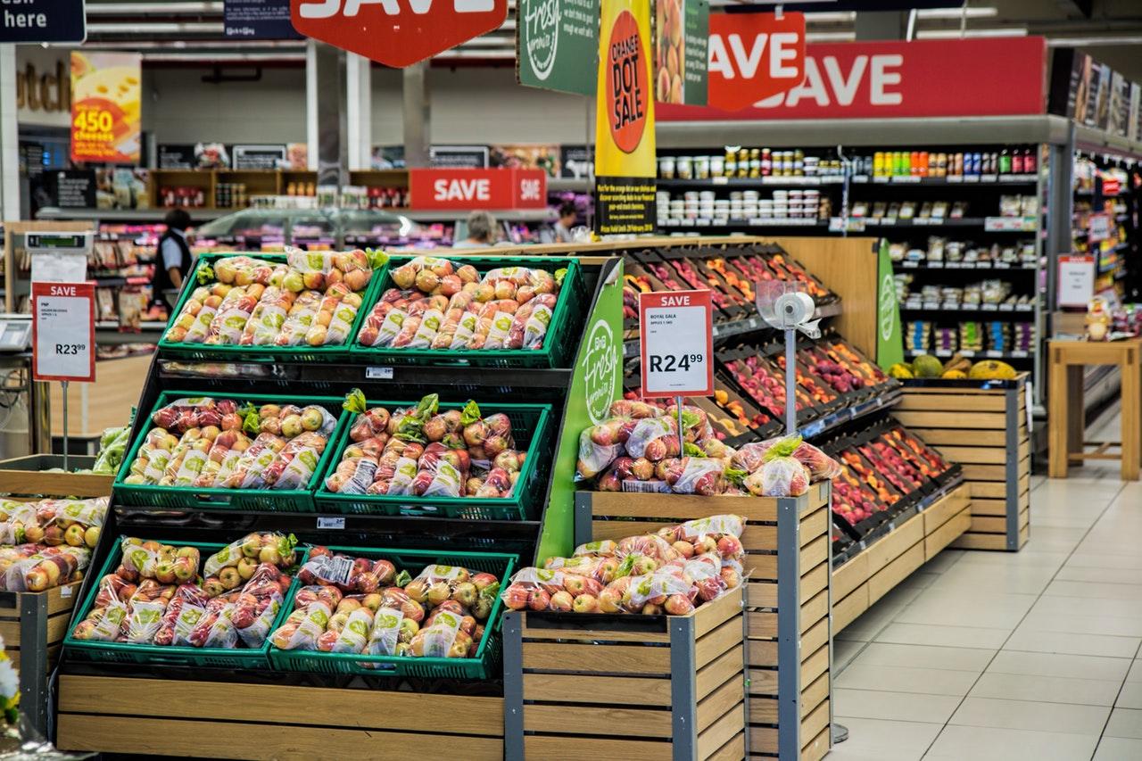 Đi du lịch giá rẻ, mua đồ ở siêu thị