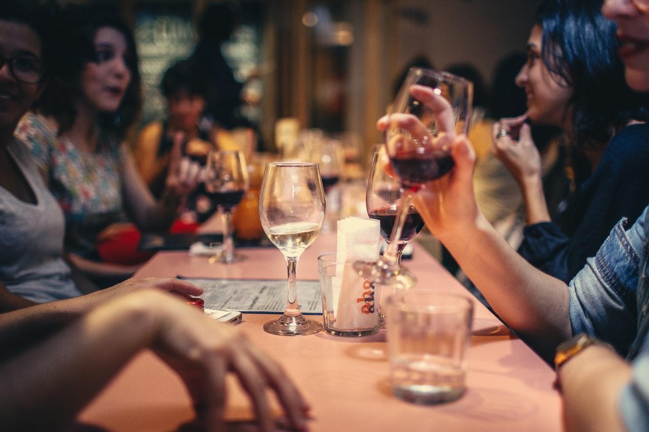 Đi du lịch giá rẻ, ăn uống cho khách du lịch