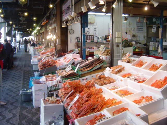 Thăm chợ cá Nijo trên 100 năm tuổi