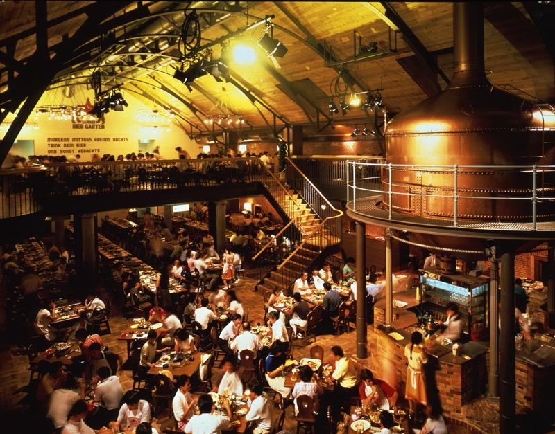 Thưởng thức bia ở nhà máy bia Sapporo Beer Garden