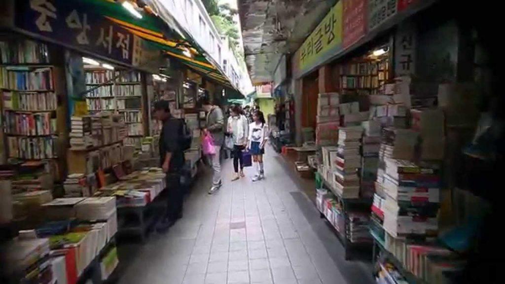 mua gì ở busan Phố sách Busan