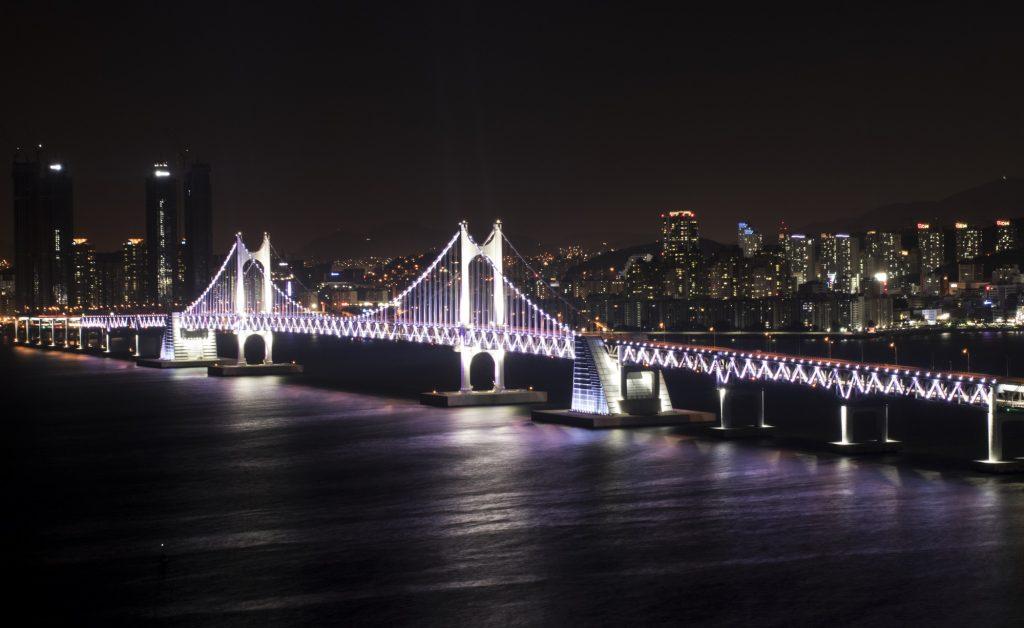 địa điểm tham quan ở Busan - Cầu Diamond