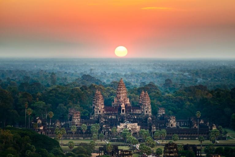 Địa điểm nổi tiếng ở Campuchia - Ngắm bình minh ở Angkor Wat