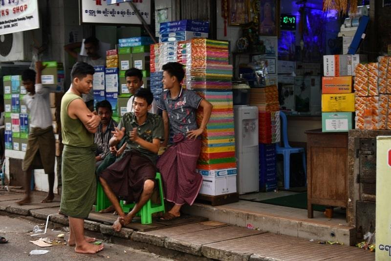Váy truyền thống Myanmar
