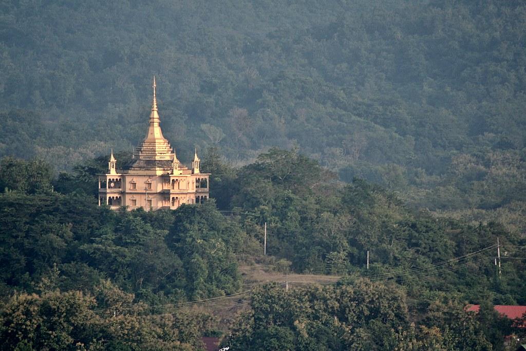 Núi Phou Si - Tháp That Chom Si Lào