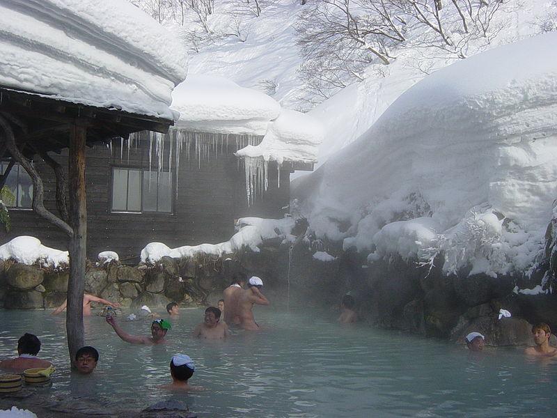 Tắm suối nước nóng mùa đông