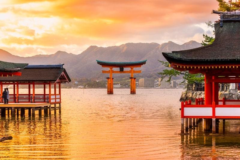 Miyajima, chiếc cổng Torii nổi ở Hiroshima