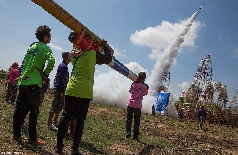 Lễ hội lớn ở Đông Nam Á - Lễ hội tên lửa Boun Bang Fai