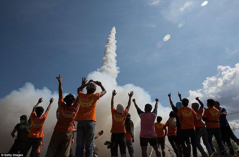 Phóng tên lửa Boun Bang Fai