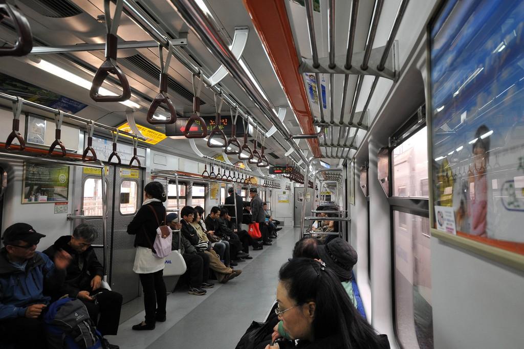 Gây ồn ào trên các phương tiện công cộng