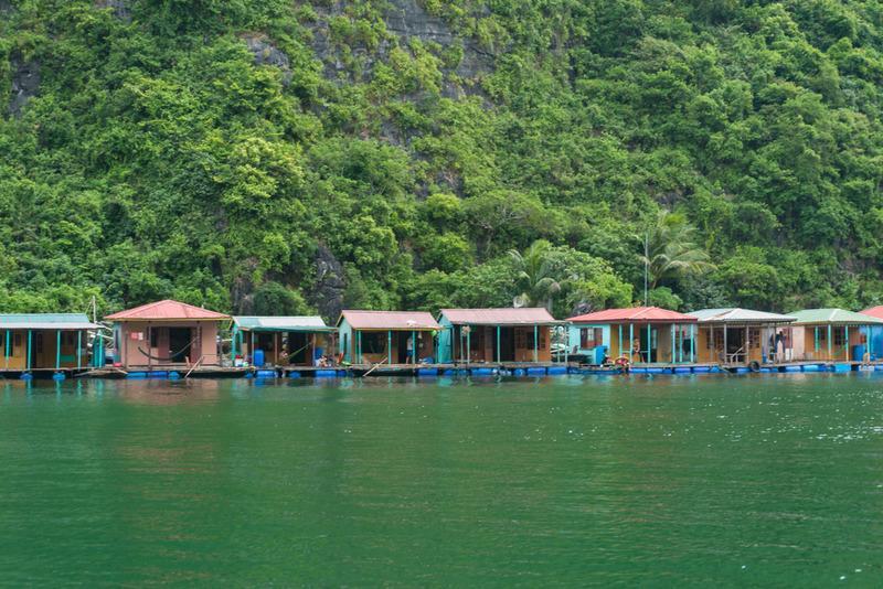 Các làng chài trên vịnh