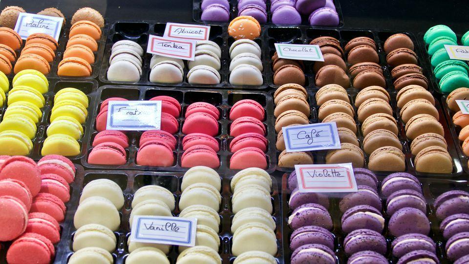 mua gì ở Paris? Đặc sản Bánh Macaron