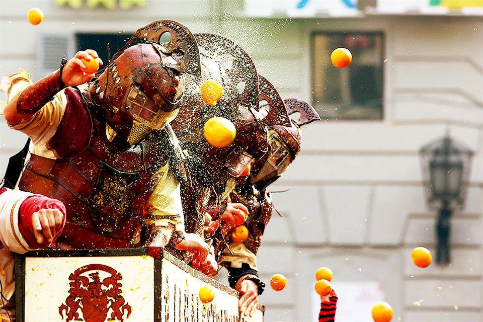 Lễ hội ném cam tại Italia